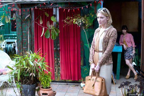 Blue-Jasmine-9-Cate-Blanchett-and-Sally-Hawkins