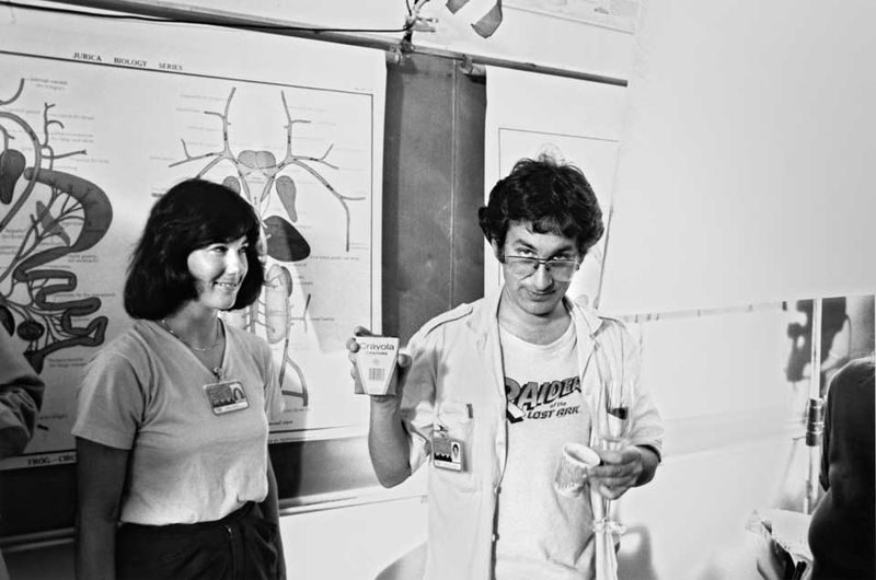 Producer-kathleen-kennedy-and-steven-spielberg-on-the-set-of-e-t-the-extra-terrestrial