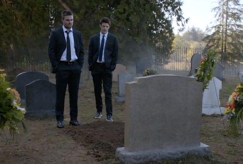 Arrow-grave-who-dies