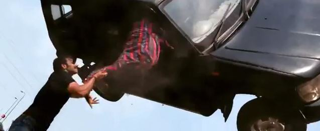 Bollywood-Action-Scene-Singham-4