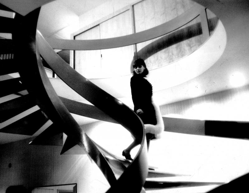 Alphaville-1965-004-anna-karina-staircase-00m-cul
